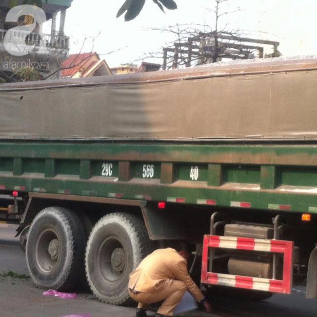 Hà Nội: Người phụ nữ gánh rau bán rong tử vong dưới bánh xe tải - Ảnh 3