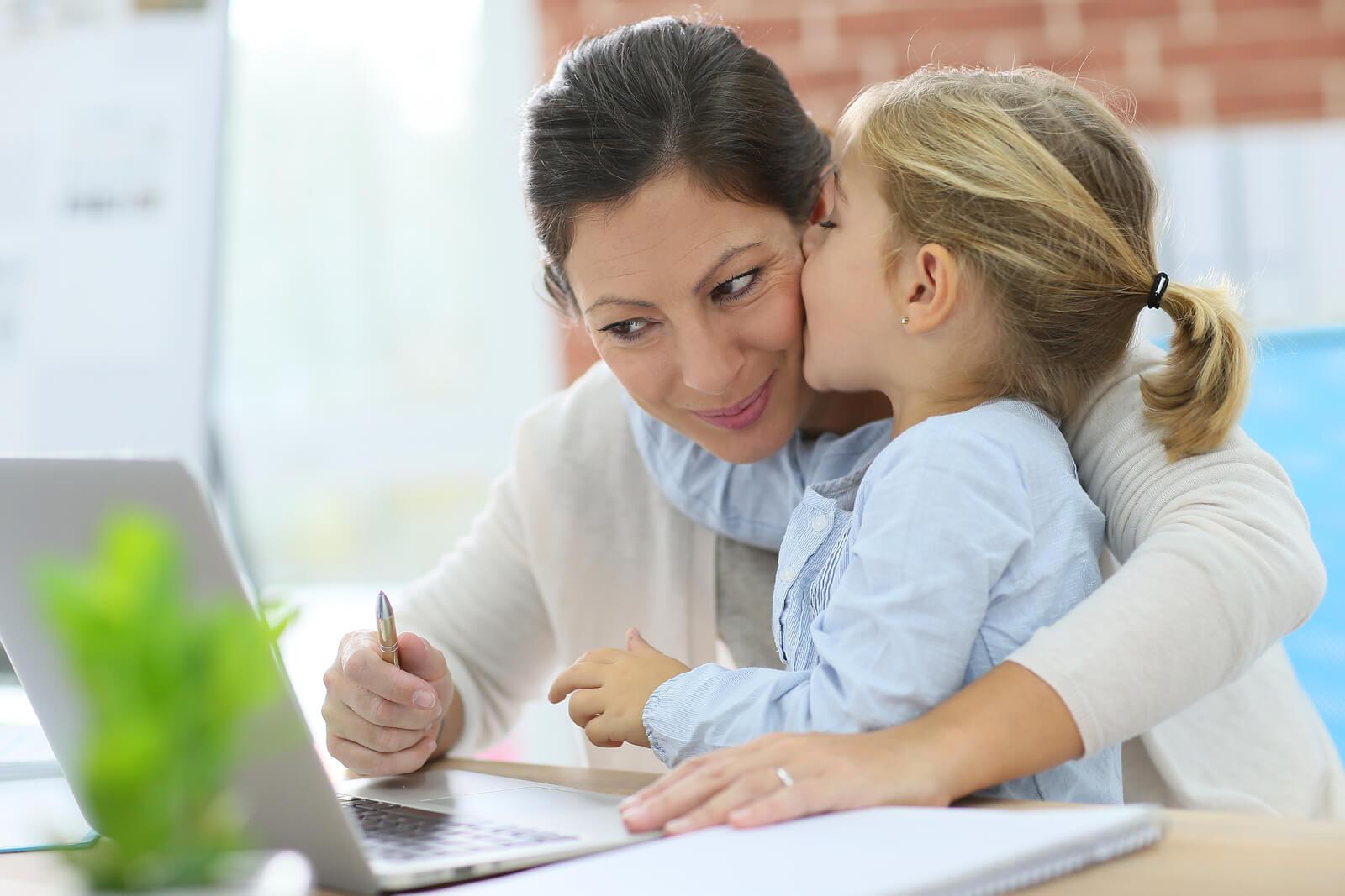 Phụ nữ phải làm gì để cân bằng giữa công việc và gia đình? - Ảnh 3