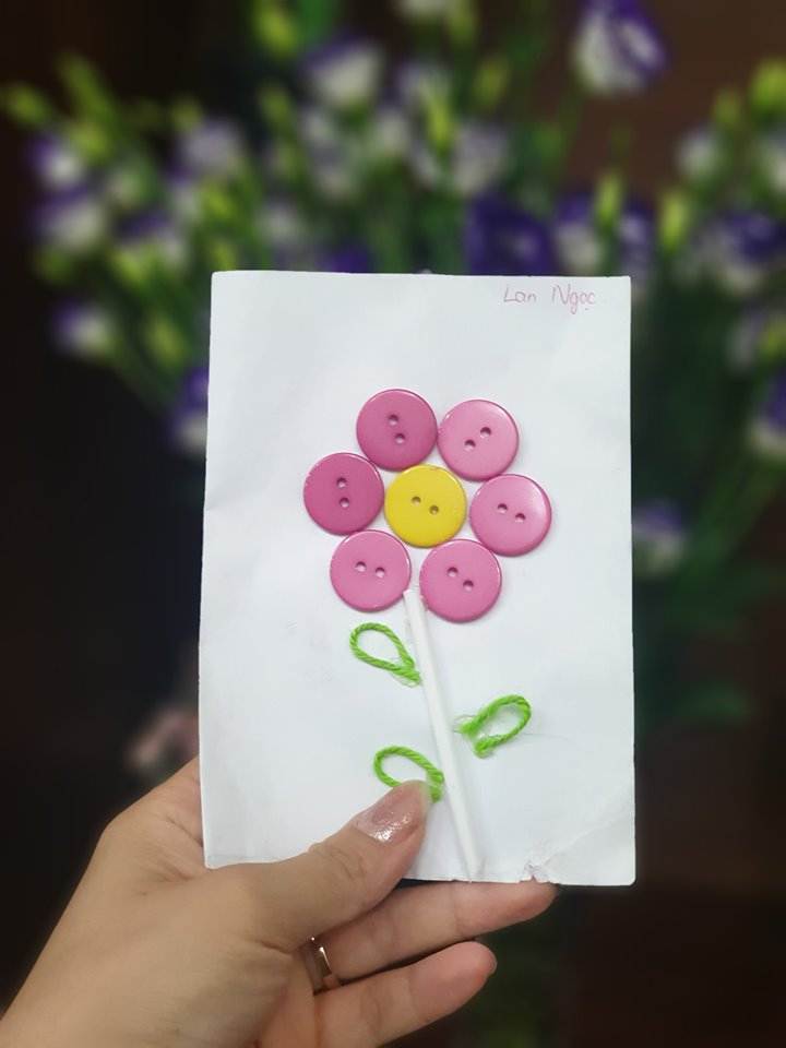Không cần thứ xa xỉ, quà 20/10 'cục cưng' làm từ cúc áo, giấy màu cũng khiến chị em lâng lâng hạnh phúc - Ảnh 2