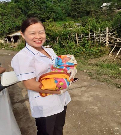 Nghệ An: Bé trai nặng 3,2kg chào đời bên vệ đường - Ảnh 2