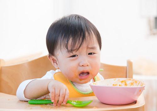 Bỏ mặc trẻ đói, sẽ tự ăn, đúng hay sai? - Ảnh 1