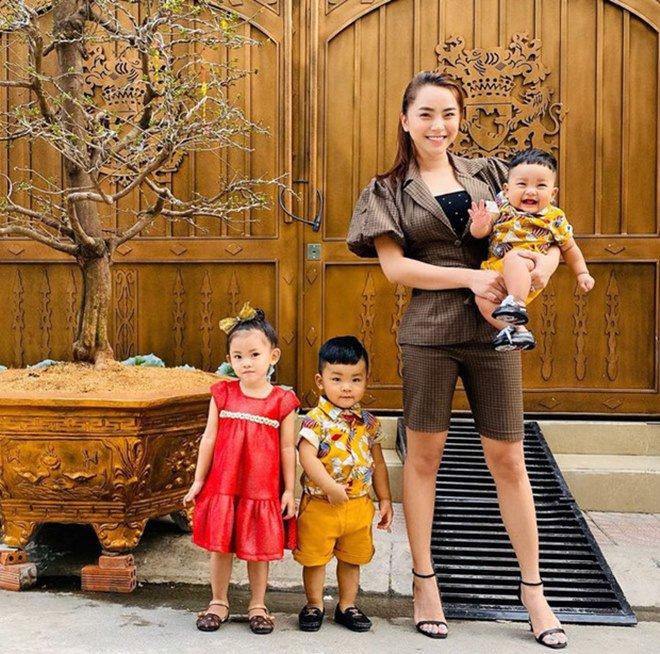 Tăng Thanh Hà, Tuấn Hưng và dàn sao Việt hối hả trang trí Tết Nguyên Đán 2020 - Ảnh 10