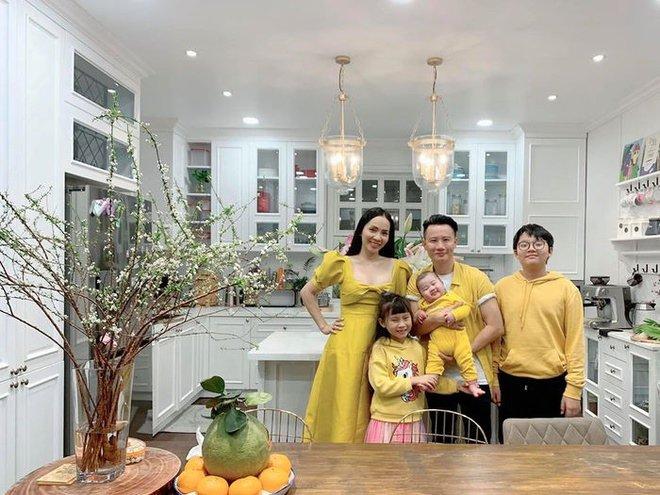 Tăng Thanh Hà, Tuấn Hưng và dàn sao Việt hối hả trang trí Tết Nguyên Đán 2020 - Ảnh 14