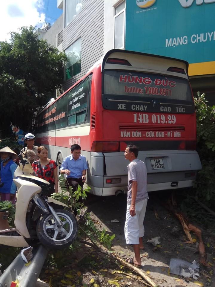 Xe khách mất lái gây tai nạn kinh hoàng trên cầu Bãi Cháy - Ảnh 2