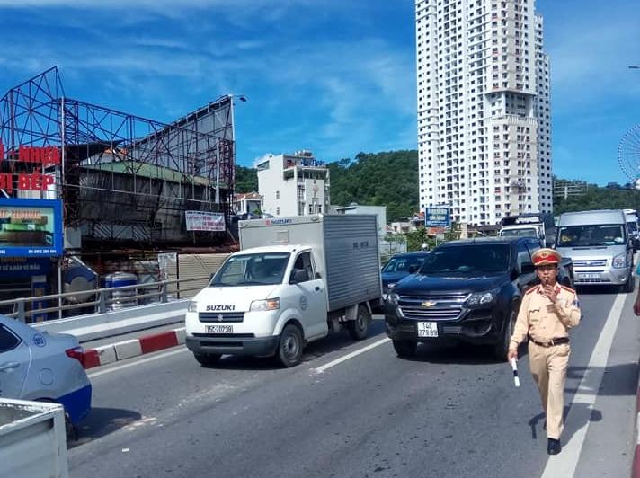 Xe khách mất lái gây tai nạn kinh hoàng trên cầu Bãi Cháy - Ảnh 6
