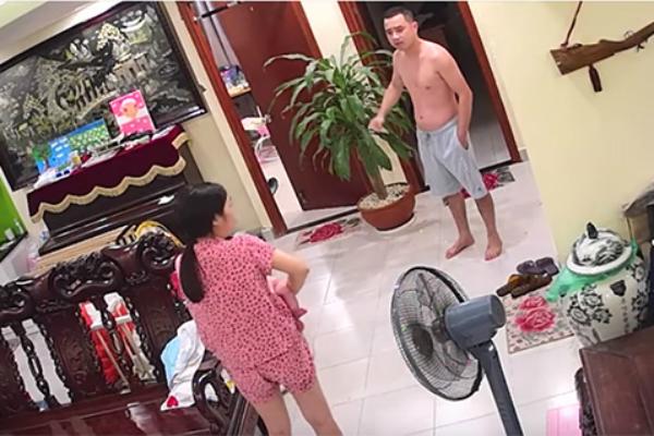 Xôn xao clip võ sư 'tung cước' đánh vợ đang bế con đỏ hỏn ở  Hà Nội: Quá dã man!  - Ảnh 1