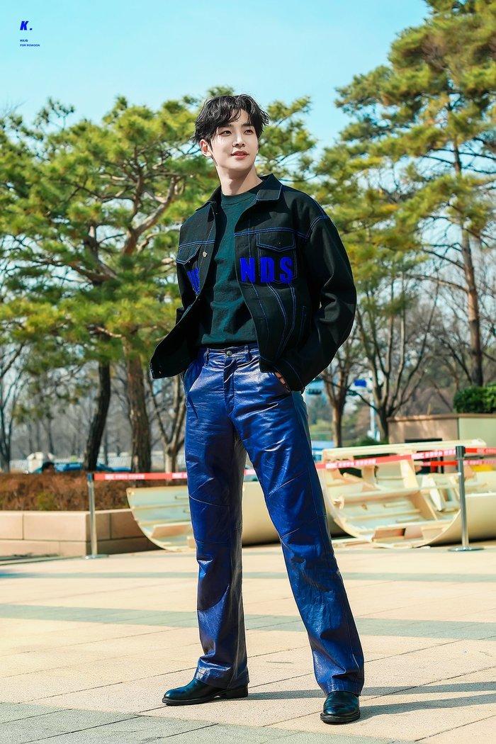 Những nam thần Hàn Quốc sở hữu 'gương mặt học sinh, thân hình phụ huynh' khiến fan nữ mắt tròn mắt dẹt - Ảnh 4