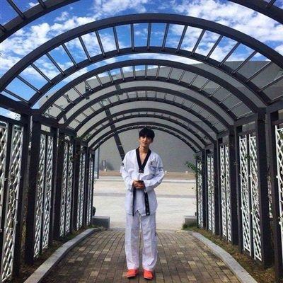 Những nam thần Hàn Quốc sở hữu 'gương mặt học sinh, thân hình phụ huynh' khiến fan nữ mắt tròn mắt dẹt - Ảnh 8