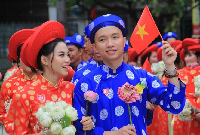 100 cặp cô dâu chú rể hạnh phúc trong lễ cưới tập thể ngày Quốc khánh - Ảnh 1