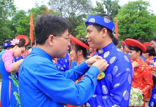 100 cặp cô dâu chú rể hạnh phúc trong lễ cưới tập thể ngày Quốc khánh - Ảnh 15