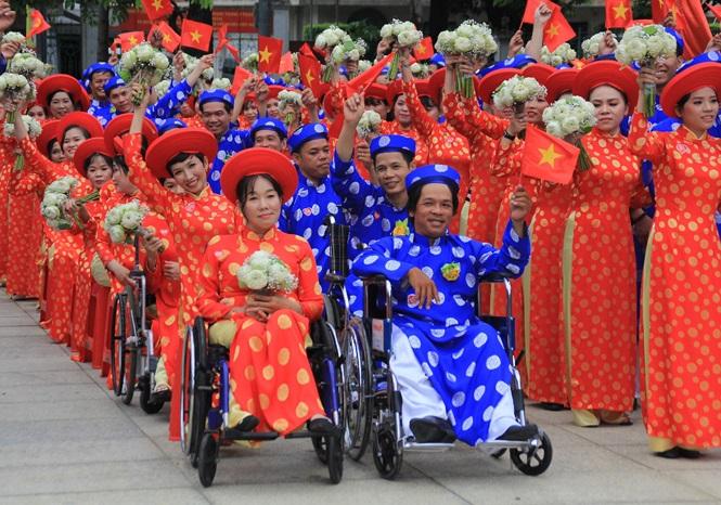 100 cặp cô dâu chú rể hạnh phúc trong lễ cưới tập thể ngày Quốc khánh - Ảnh 4