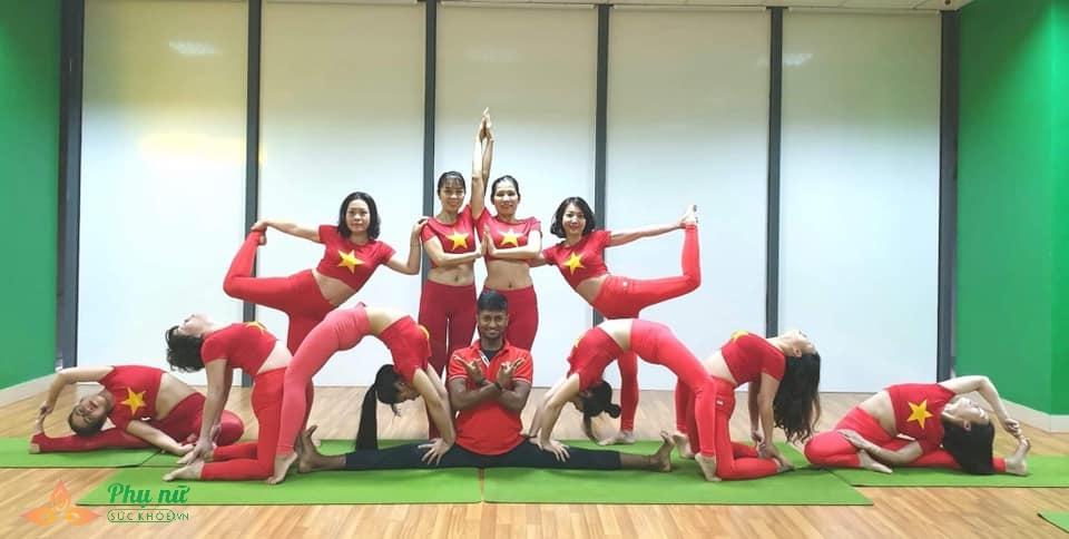 Chị em Hà thành xếp hình Yoga tuyệt đẹp trong màu áo cờ đỏ sao vàng mừng lễ Quốc khánh 2/9 - Ảnh 3