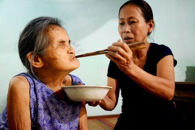 Người phụ nữ nhận cụ già bị mù về nuôi dưỡng như mẹ ruột - Ảnh 3