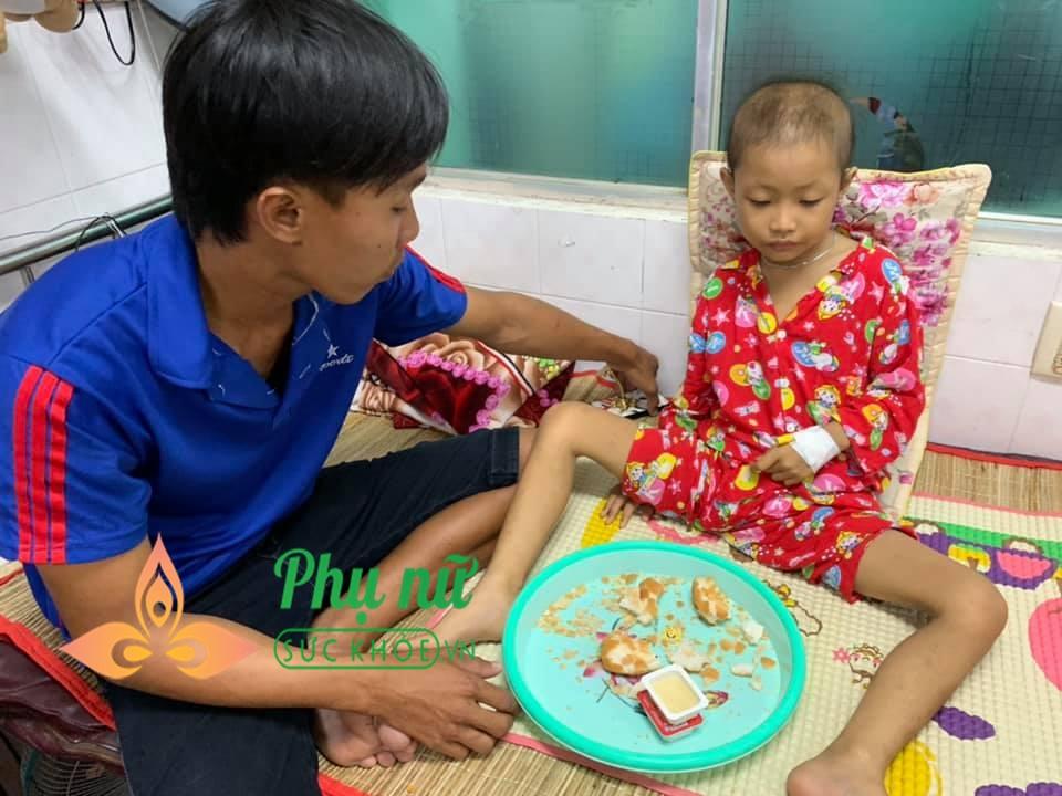Xót lòng bé gái 7 tuổi bị ung thư máu, ước mơ được trở về nhà đi học như bạn bè - Ảnh 2