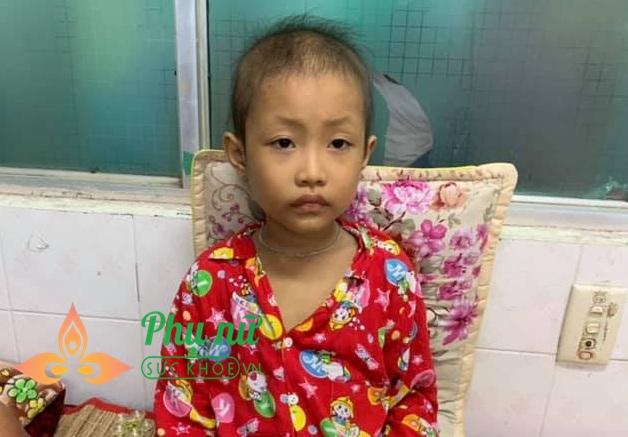 Xót lòng bé gái 7 tuổi bị ung thư máu, ước mơ được trở về nhà đi học như bạn bè - Ảnh 1