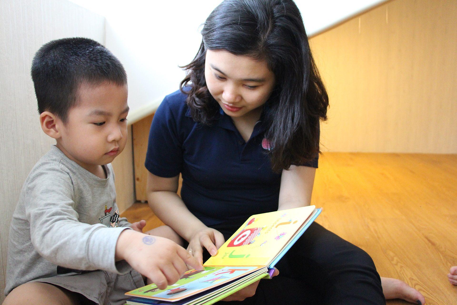 Bác sĩ Nhi giải đáp: Độ tuổi cho bé đi nhà trẻ hợp lý và những việc cha mẹ cần chuẩn bị - Ảnh 2