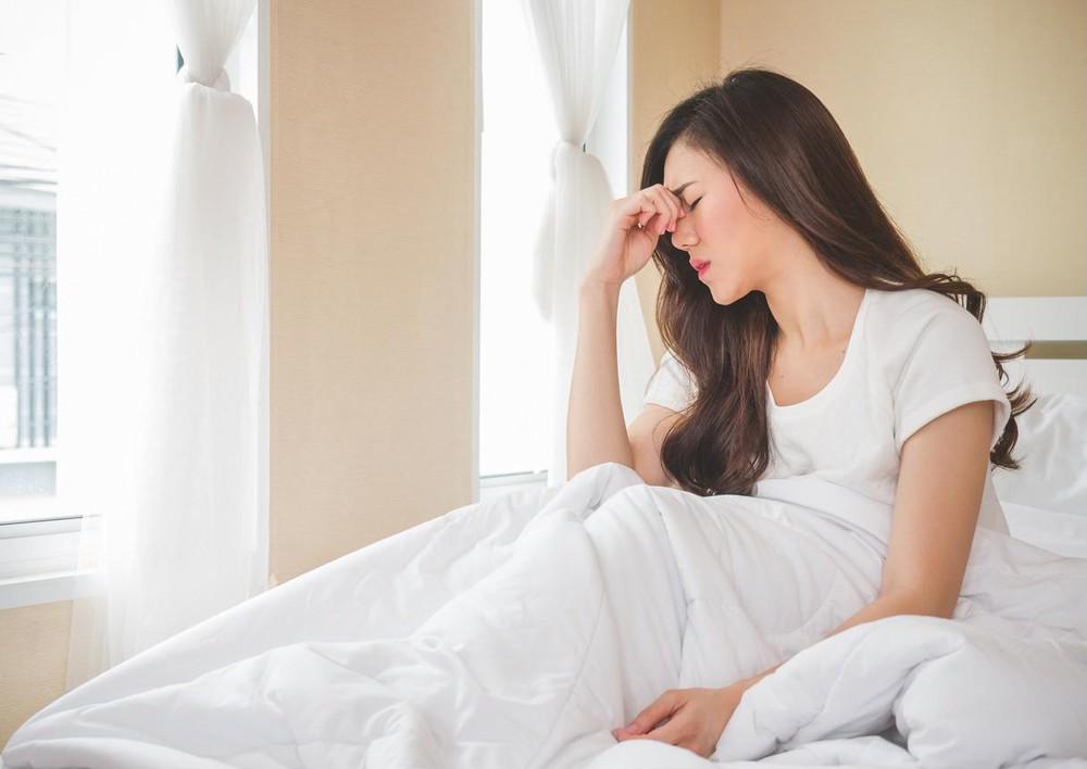 Mệt mỏi sau khi thức dậy là một trong những dấu hiệu quan trọng và thường xảy ra nhất của bệnh mệt mỏi mãn tính (CFS)
