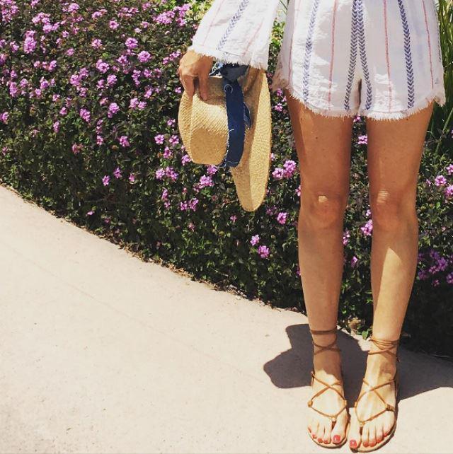Sắm cho mình đôi sandals buộc dây cá tính là điều mà các cô gái nên làm - Ảnh 5