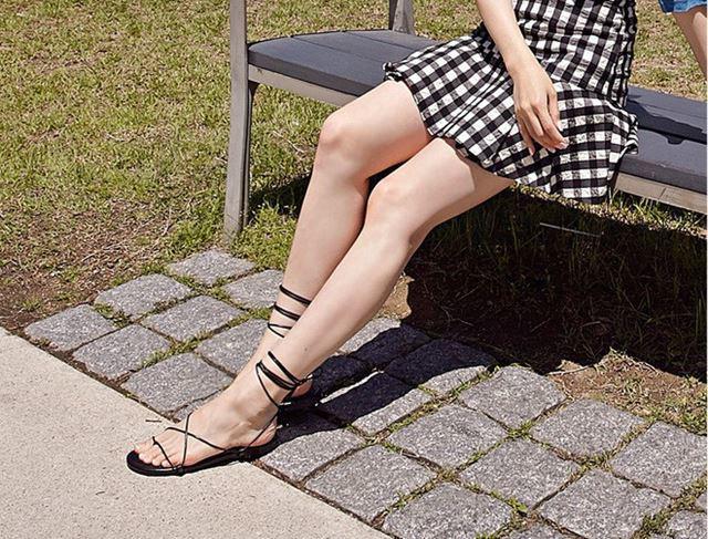 Sắm cho mình đôi sandals buộc dây cá tính là điều mà các cô gái nên làm - Ảnh 7