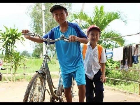 Xót lòng với hoàn cảnh sống thiếu thốn của hai cậu bé được Lại Văn Sâm tặng lương hưu - Ảnh 2
