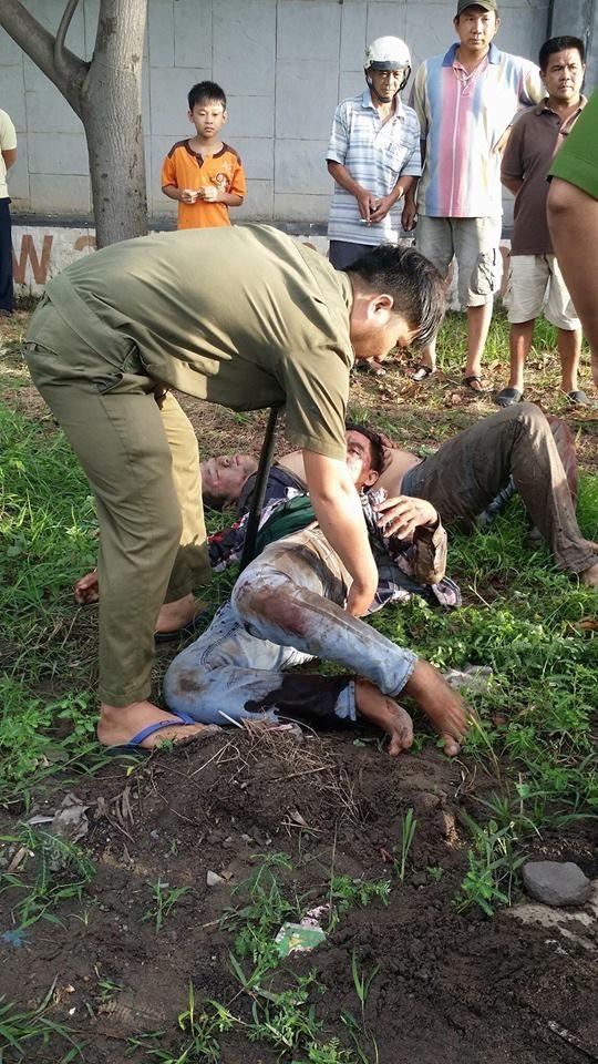 Hai thanh niên trộm chó bị người dân vây đánh bất tỉnh, đốt cháy cả xe - Ảnh 3