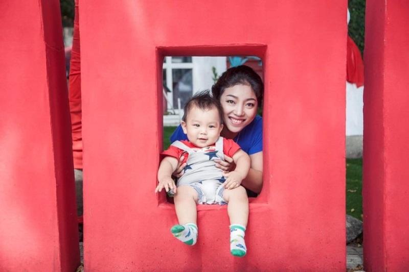 Chị Mỹ Nhung và con trai lúc gần một tuổi - Ảnh: Nhân vật cung cấp