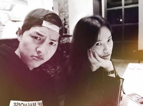 ... và tháng 4/2017, Song Joong Ki và Song Hye Kyo tiếp tục dính phải tin đồn tình cảm khi được cho là đã đến New York cùng nhau -  Ảnh: Internet