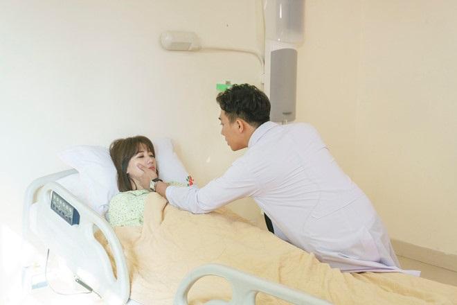 Vì lý do không ngờ này, Hari Won không hề cảm thấy có lỗi với ông xã Trấn Thành khi hôn say đắm trai lạ - Ảnh 2