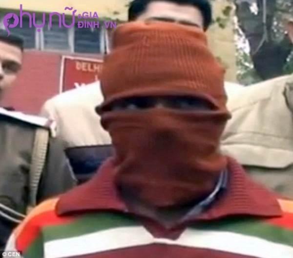 Gã thợ may hiếp dâm hơn 600 bé gái mặc đúng một chiếc áo trong 14 năm vì nguyên nhân gây sốc - Ảnh 1