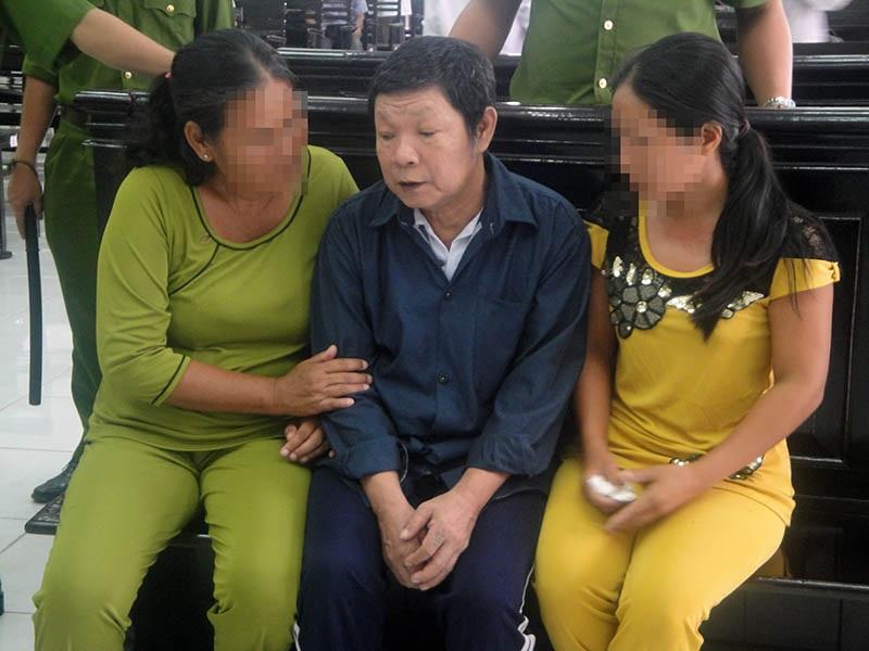 Ông nội hiếp dâm cháu 11 tuổi nhiều lần bị án chung thân trước tòa.