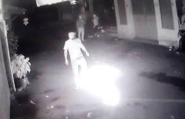 Quán nhậu ở Sài Gòn bị ném bom xăng lúc nửa đêm - Ảnh 1