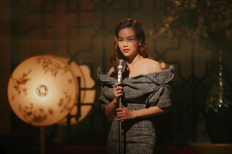Hà Hồ hóa thân thành ca sĩ phòng trà trong MV Cả một trời thương nhớ