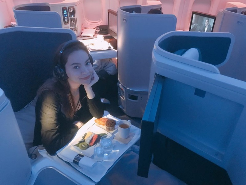 Hà Hồ - Kim Lý ngồi khoang máy bay hạng sang, ăn uống như vua chúa trên đường đi New York: 'Sung sướng không còn gì để nói' - Ảnh 1