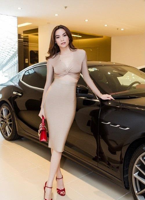 Hồ Ngọc Hà lộ bụng to bất thường, bị nghi đang mang bầu với Kim Lý