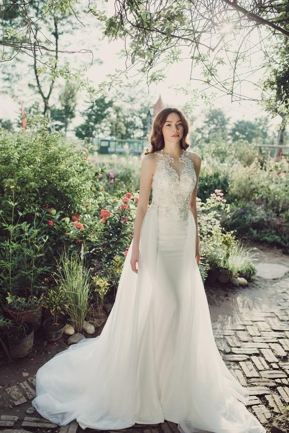 Diện váy cưới lộng lẫy khoe vòng 1 sexy, Hồ Ngọc Hà khiến hàng triệu fan xốn xang tan chảy - Ảnh 4