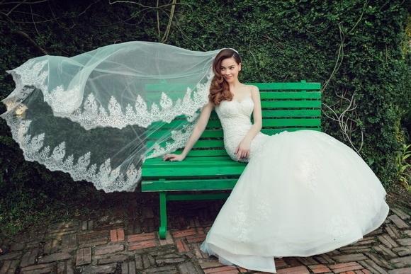 Diện váy cưới lộng lẫy khoe vòng 1 sexy, Hồ Ngọc Hà khiến hàng triệu fan xốn xang tan chảy - Ảnh 5