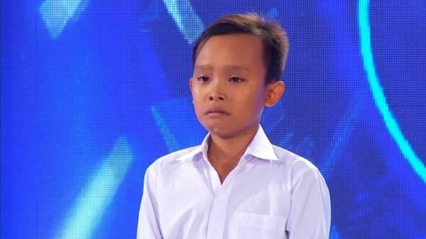 Mới được Phi Nhung nhận nuôi 3 tháng, Hồ Văn Cường đã trở thành cậu bé như thế này - Ảnh 1