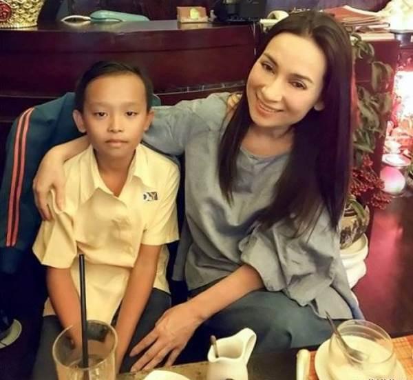 Mới được Phi Nhung nhận nuôi 3 tháng, Hồ Văn Cường đã trở thành cậu bé như thế này - Ảnh 3