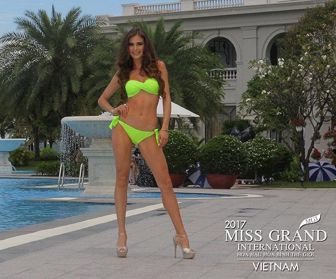 Hoa hậu Hòa bình Thế giới 2017: Huyền My hoàn toàn áp đảo những thí sinh có đùi to, vòng 1 khiêm tốn trong phần thi bikini - Ảnh 2