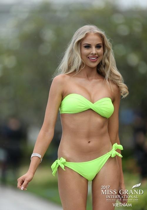 Hoa hậu Hòa bình Thế giới 2017: Huyền My hoàn toàn áp đảo những thí sinh có đùi to, vòng 1 khiêm tốn trong phần thi bikini - Ảnh 4