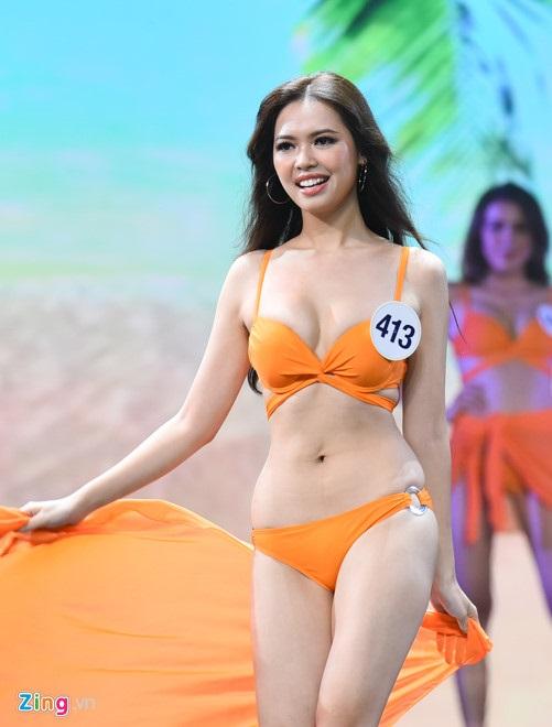 Bán kết Hoa hậu Hoàn vũ Việt Nam 2017: Ngán ngẩm trước những thí sinh có vòng eo dư mỡ, chảy xệ vẫn lọt vào chung kết