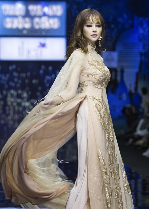 Hoa hậu Kiều Ngân tự tin khoe nhan sắc 'dao kéo' đẹp hút hồn - Ảnh 5