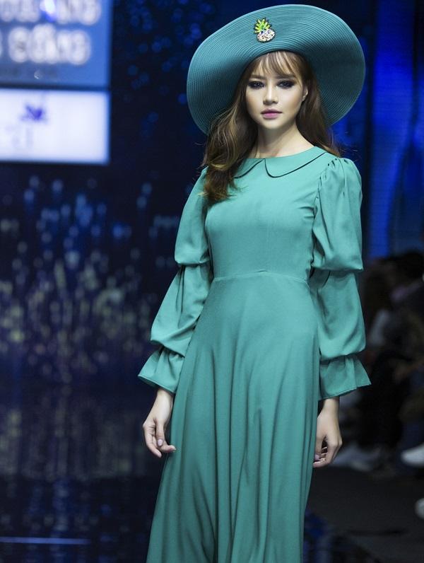 Hoa hậu Kiều Ngân tự tin khoe nhan sắc 'dao kéo' đẹp hút hồn - Ảnh 6
