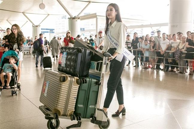 Tham gia Miss World 2017, Đỗ Mỹ Linh 'gồng gánh' 200 kg hành lý khiến ai nhìn cũng choáng - Ảnh 1