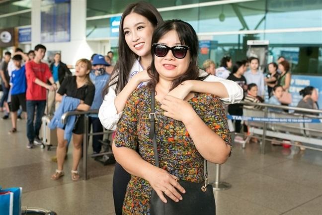 Tham gia Miss World 2017, Đỗ Mỹ Linh 'gồng gánh' 200 kg hành lý khiến ai nhìn cũng choáng - Ảnh 3