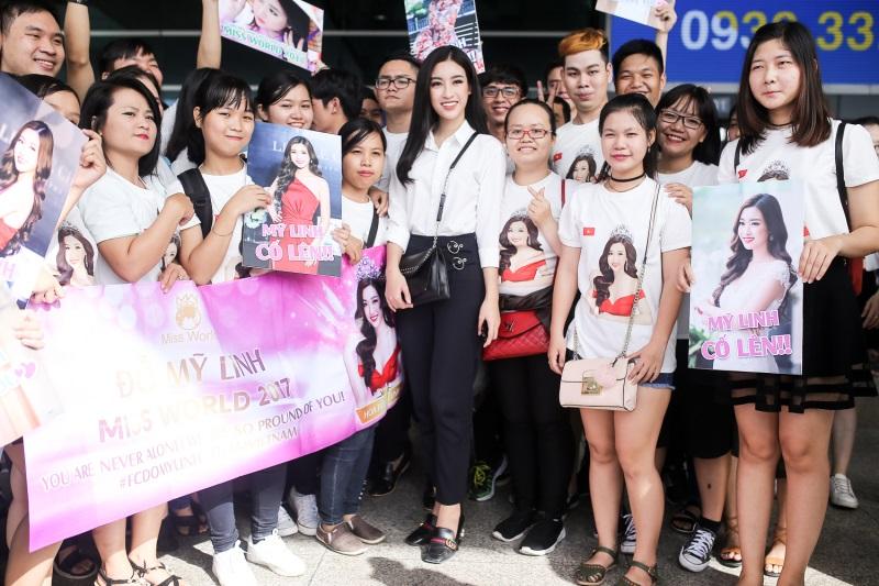 Tham gia Miss World 2017, Đỗ Mỹ Linh 'gồng gánh' 200 kg hành lý khiến ai nhìn cũng choáng - Ảnh 4