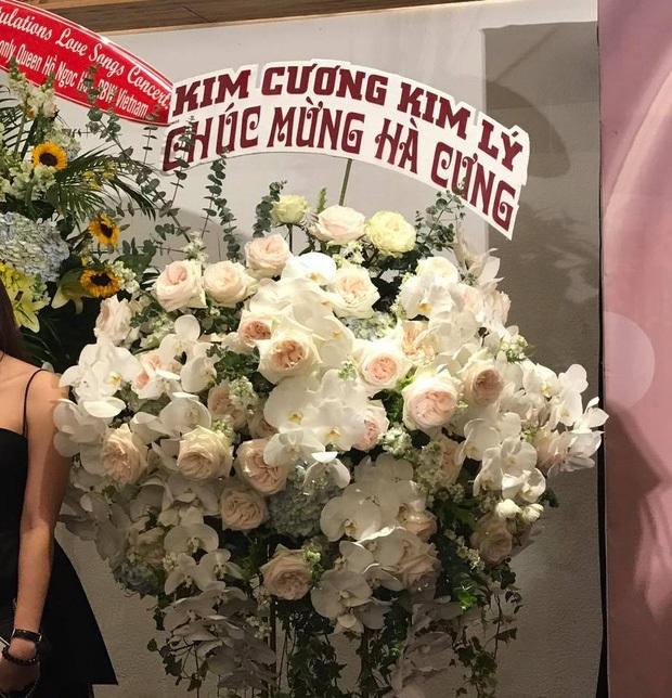 'Đại gia kim cương' và Kim Lý hùn tiền mua hoa tặng Hồ Ngọc Hà