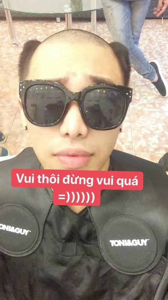 Nam thanh niên mặc váy đi làm, ăn mừng U23 Việt Nam chiến thắng - Ảnh 3