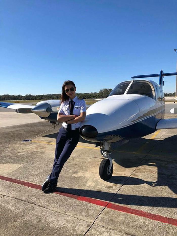 Rời showbiz gần 8 năm, Diệu Thuý trở thành 'Nữ phi công xinh đẹp nhất Việt Nam' - Ảnh 6