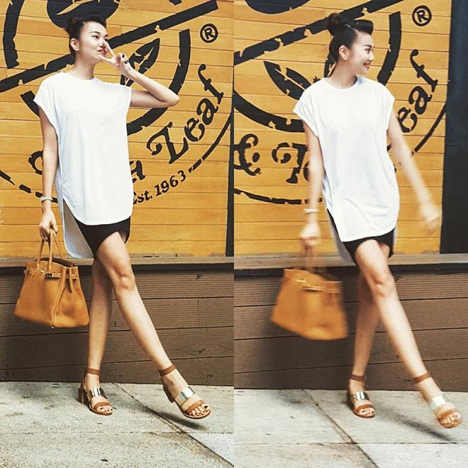 Ở đời thường Thanh Hằng xuống phố với phong cách phóng khoáng. Siêu mẫu mix-match sáng tạo giữa áo vạt thấp dài cùng chân váy ôm, phụ kiện màu nâu đất hợp mốt.